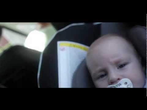 Babyzitje in de auto correct vastmaken - YouTube