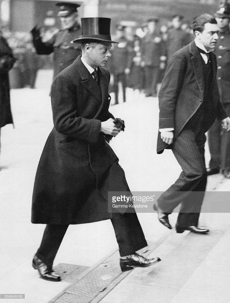 Le prince de Galles, futur roi Edward VIII, et duc de Windsor, arrive a la cathedrale Saint-Paul pour un service funebre le 10 octobre 1930, a Londres, Royaume-Uni.