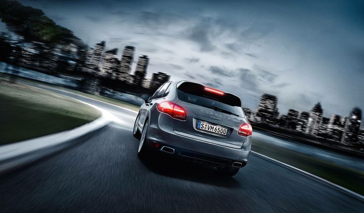 Performance. Polished. The new Cayenne Platinum Edition.