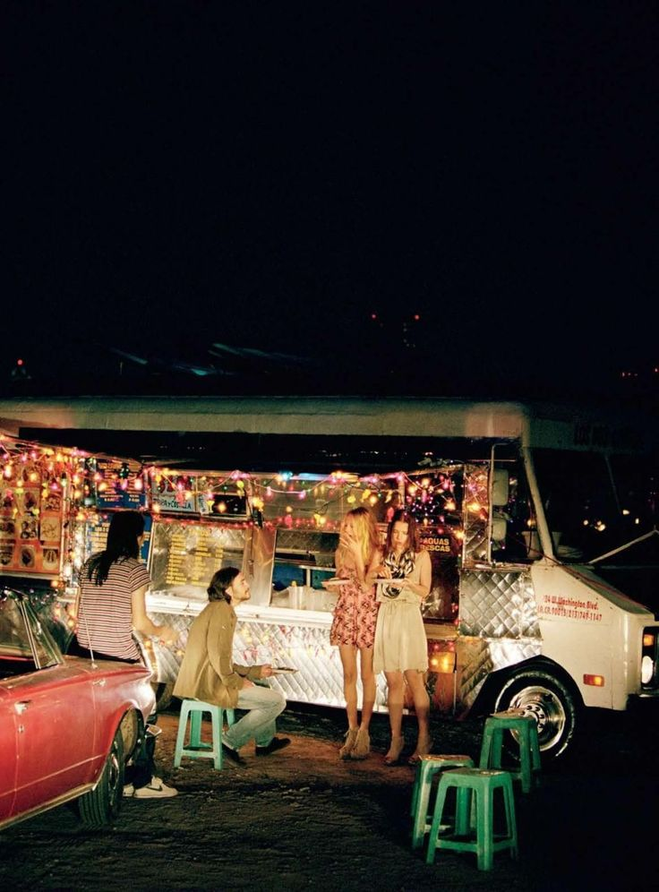 (A través de CASA REINAL) >>>>>  street food