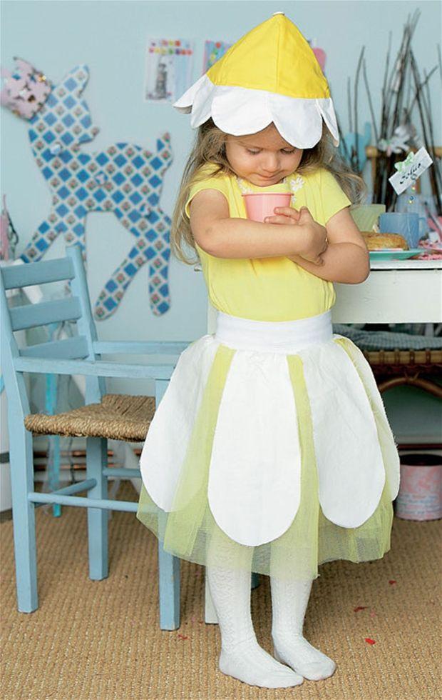 At blive klædt ud som en smuk blomst er et godt alternativ til de mange småpiger med prinsessedrømme.