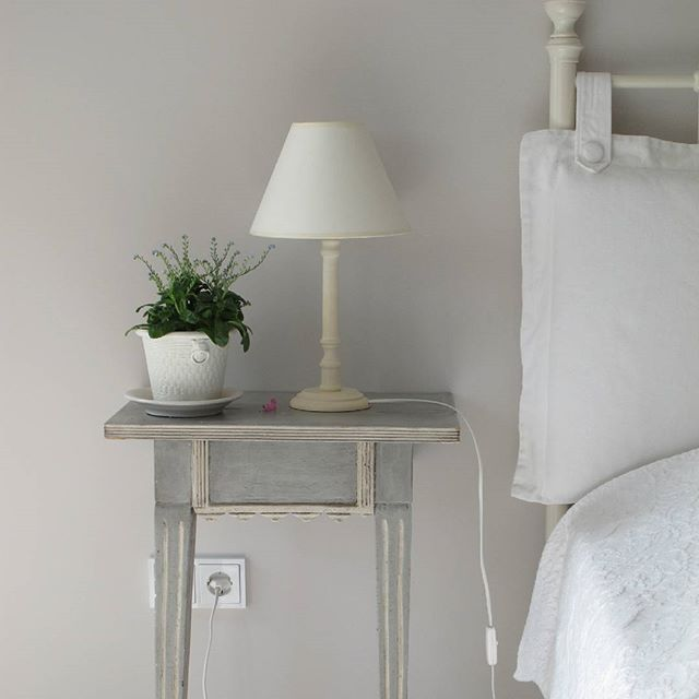 It never ceases to amaze me how much a lamp can change the entire feel of a room. Adding a new one, or changing locations of an existing one, it just completely shifts the perspective. It's like seeing your space in a whole new...{ahem}...light.😂 I just love this petite and simple candlestick style as a classic bedside lamp. Thrift stores are a great place to find little lamps like this. My secret is to try to envision *only* the lamp's shape, regardless of how it might currently look…