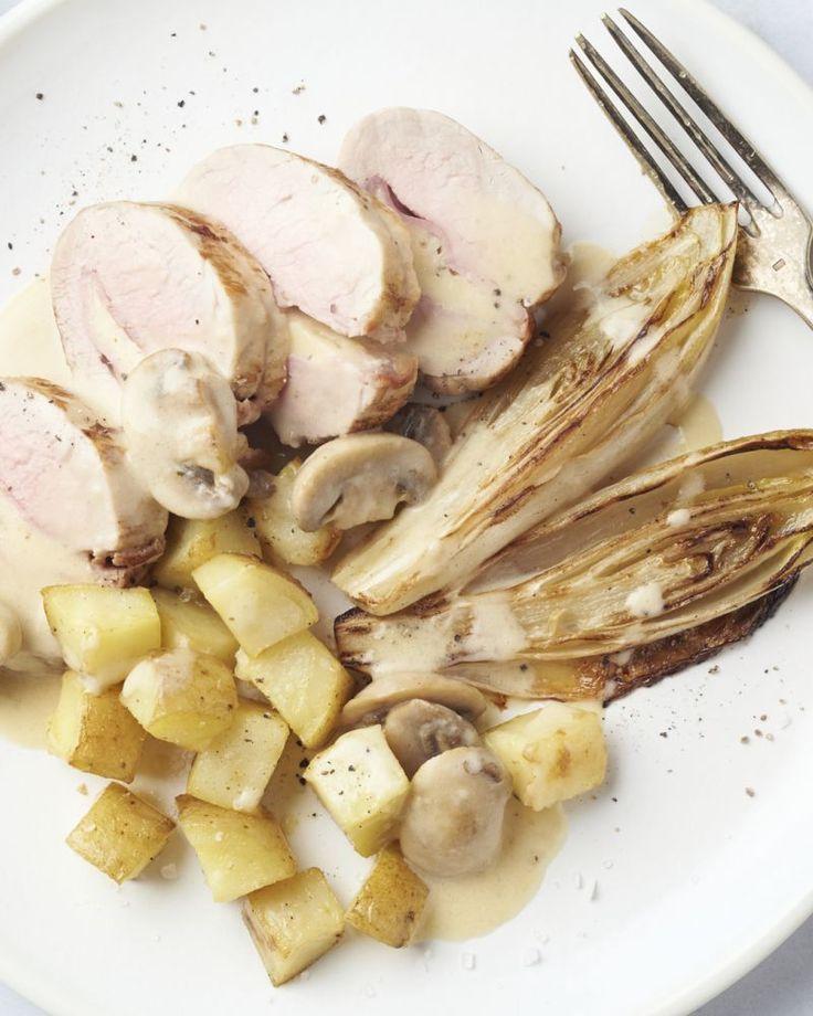 Gevuld varkenshaasje met champignonsaus en gebakken witloof