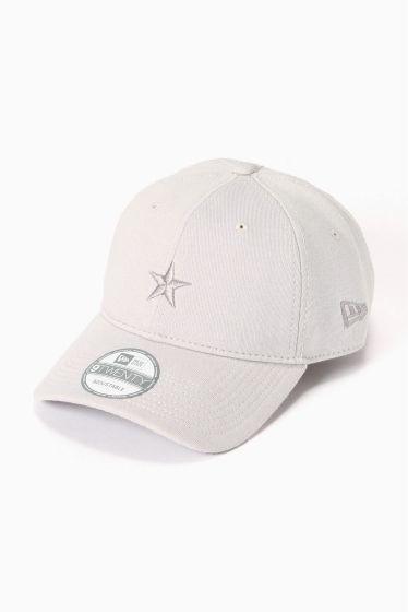 NEW ERAベッチュウ920 SWEAT NEW ERAベッチュウ920 SWEAT 4860 同系色の塗りつぶしがポイントのNEW ERAのキャップです カジュアルスタイリングのアクセントに最適なアイテム ニューエラキャップカンパニー (New Era Cap Company) 1920年創業ニューヨーク州バッファーローにあるアメリカ合衆国の帽子製造会社ニューエラはメジャーリーグベースボール (MLB) のすべてのチームとその傘下のマイナーリーグ所属チームの野球帽を独占的に製造販売しており200以上のアメリカ合衆国の大学と 業務提携を結んでいるフィールドで用いるキャップの公式プロバイダーとなった