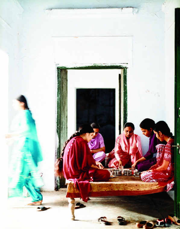 PEOPLE WE ADMIRE Women's Collective India Empowering women through traditional artistry. Photograph by Ditte Isager. Handicraft Traditions in India and Kenya