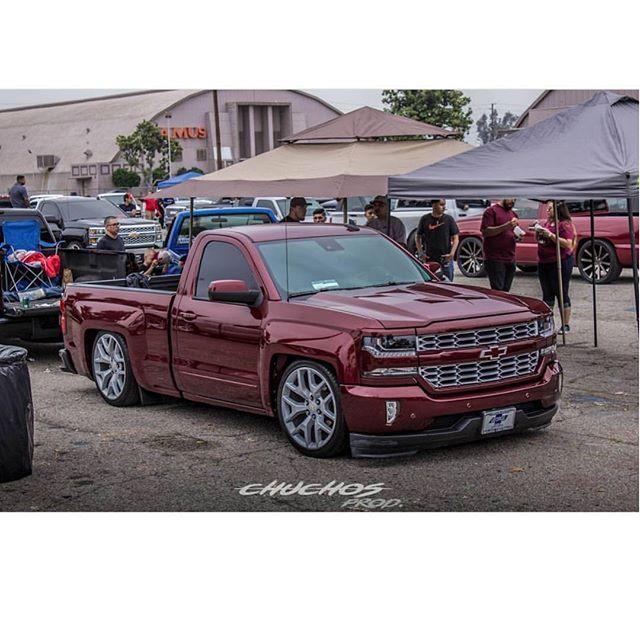 CALIFUCKINFORNIA_TRUCKS™  Truck Club: @thee_bullz_sgv  Truck Owner: @chava_bullzsgv  Photo Credit: @compa.chucho  _____________________________________  HashTag: #Califuckinfornia_Trucks  _____________________________________  #Chevy#Silverado#SingleCab#T