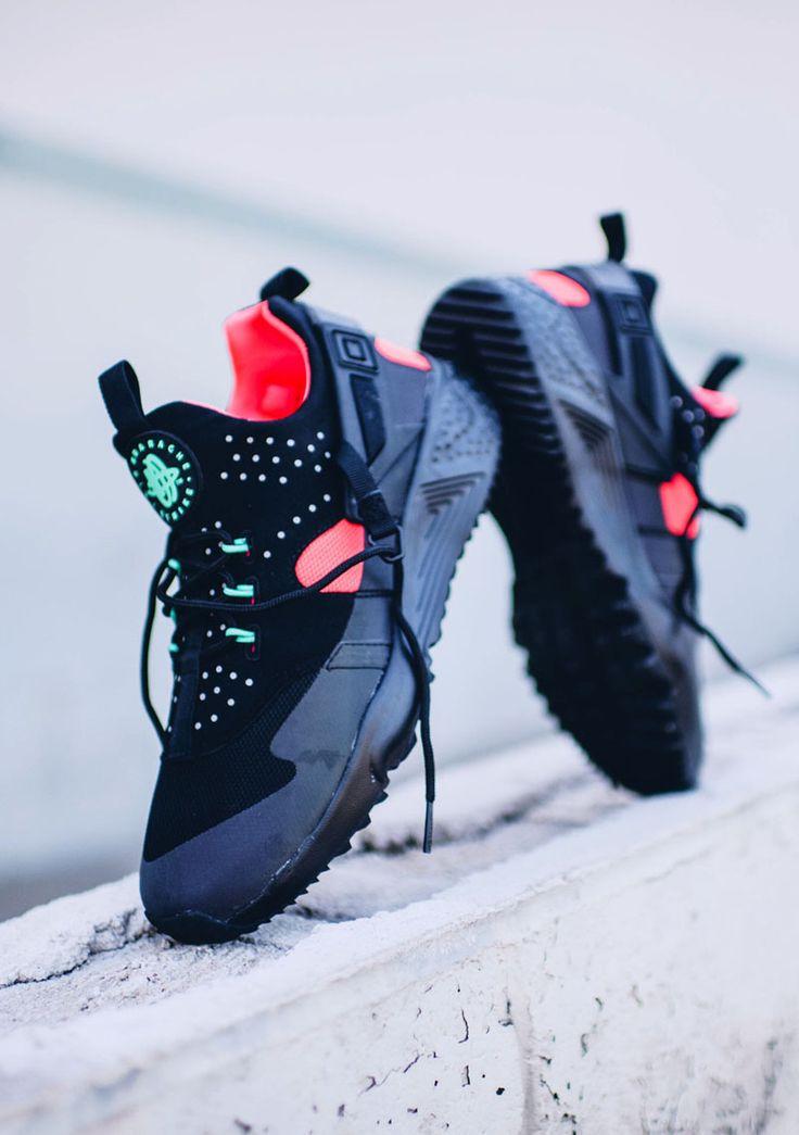 Nike Air Huarache Utility Crimson Black.