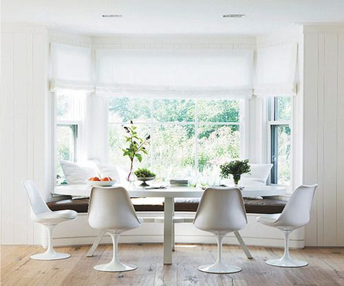 window seat dining table.