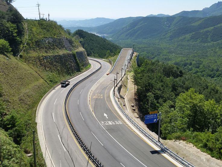 #Misiryeong Penetrating Road, Gangwon Province, Korea - Emergency Escape Ramp | #미시령관통도로 #긴급제동시설