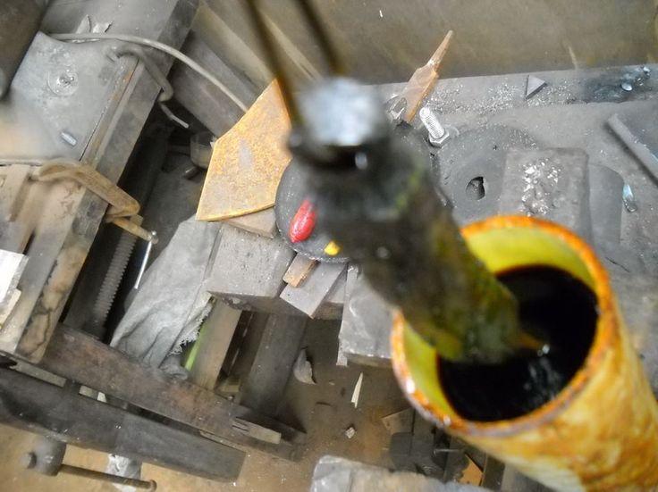 Subo un paso a paso sencillo de como hacer cuchillos tipo damasco de cable de linga de acero realizado por el maestro mariano gugliota, la linga es acero sae 1070 un acero excelente para cuchillo ya que toma un muy buen filo y un patrón de vetas en las