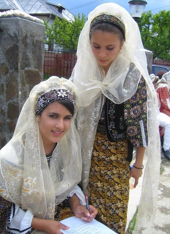 romanians children in traditional costume traditionale romanesti romanian people women: