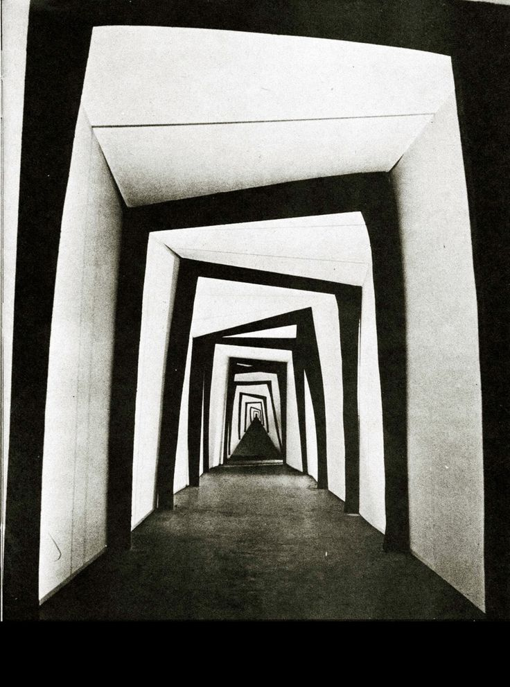 Robert Wiene - Das Cabinet des Dr. Caligari (1920) DOP: Willy Hameister (use with mirrors and scrim)