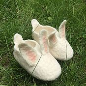 Работы для детей, ручной работы. Ярмарка Мастеров - ручная работа тапки- зайцы, детские тапочки зайцы войлок, обувь для малышей,. Handmade.