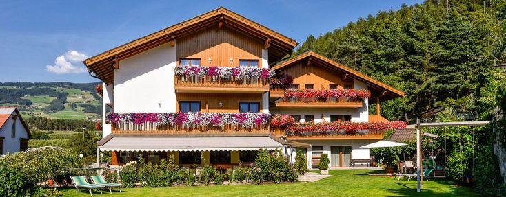 Herzlich willkommen im Hotel Föhrenhof – Ihrem wunderschön gelegenen Hotel in Natz-Schabs http://dld.bz/eFuCY