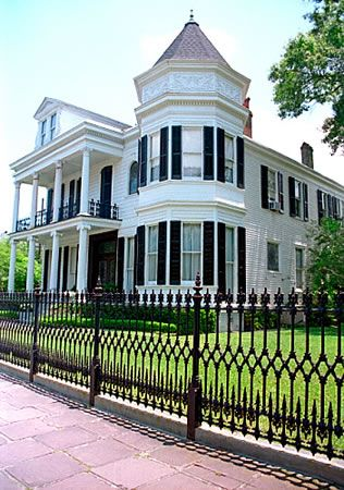 When in New Orleans, the Garden District is a must see to get a feel for the areas history.This house is one of the Pearls of the Garden District!