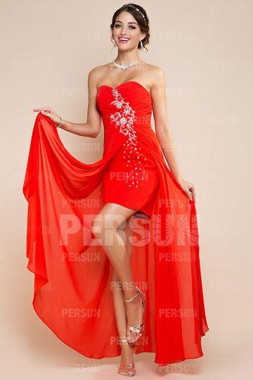 Robe rouge courte devant longue derrière