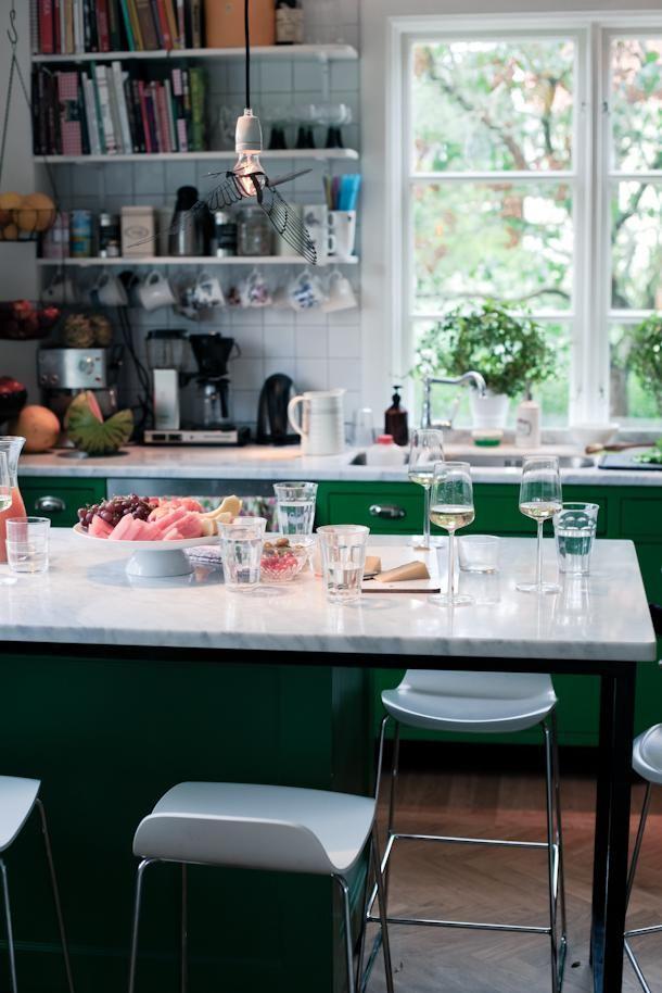 .. Kanske det mysigaste köket jag sett! Och alldeles tok-kermitgrönt:) God Kväll vänner! Här är vi hemma efter en supermysig eftermiddag hos vänner och åter igen är jag såå mätt efter massor av god mat (hur ska detta sluta??:) och full av inspiration och jag måste bara visa ett par pics från deras fantastiska hem […]