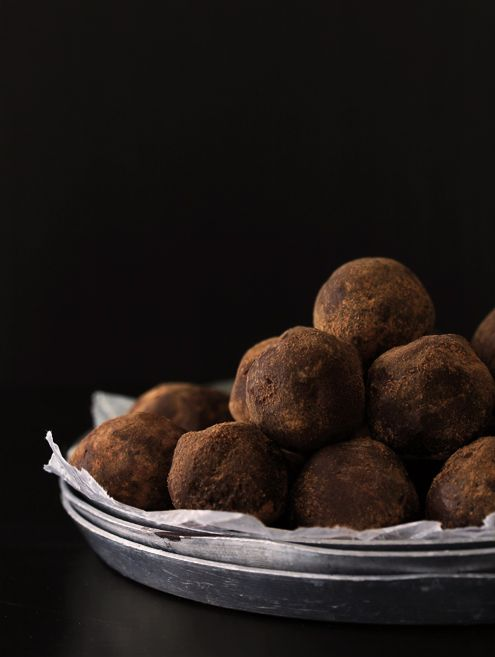 Salted Caramel and Whiskey Truffle {recipe}  2 of my favorite things: caramel and whiskey