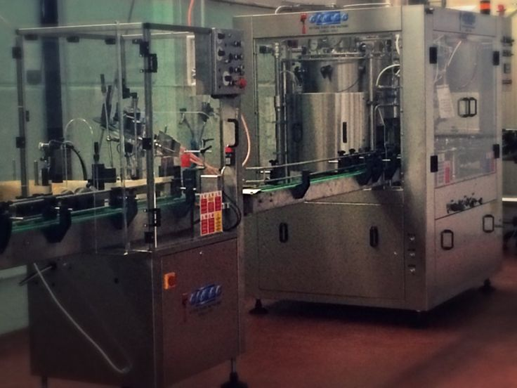 Label machine and isobaric bottling line #crakbrewery