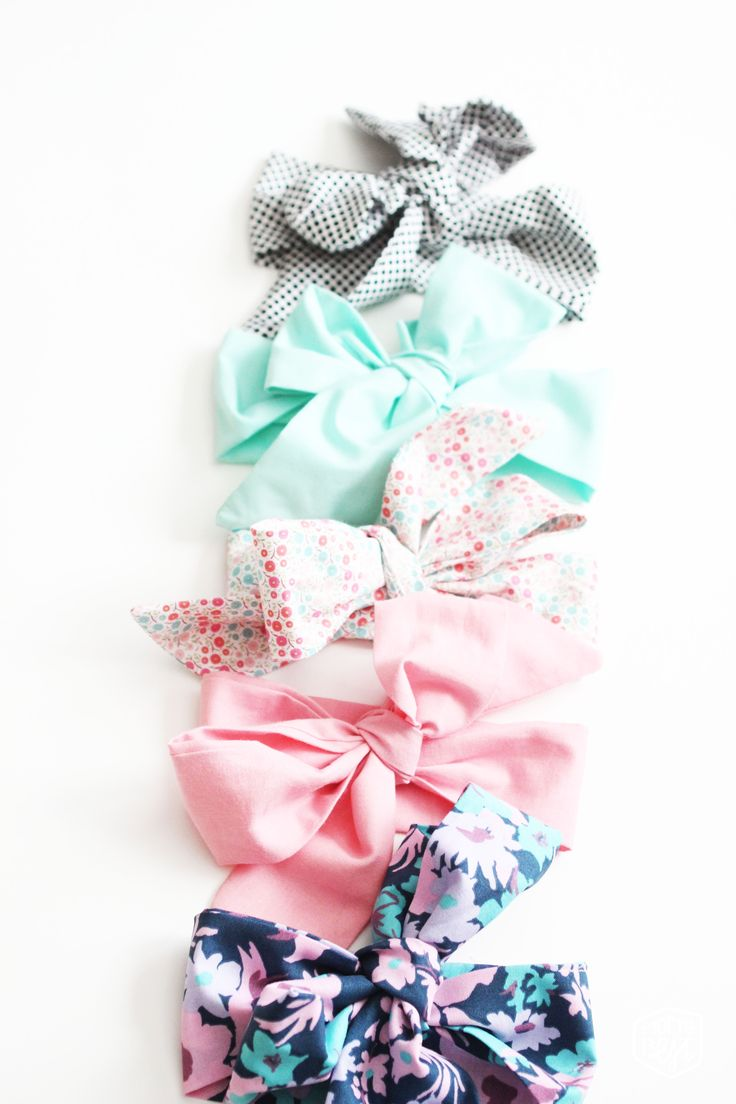 Who doesn't love a giant bow on top of a little babies head? I mean there is nothing cuter!  And since nesting is in FULL force around here I'm quickly making these before our little ba…