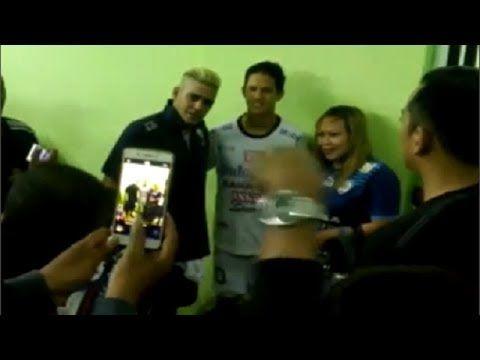 Momen Langka Cristian Gonzales dan Irfan Bachdim Setelah Laga Arema FC v...