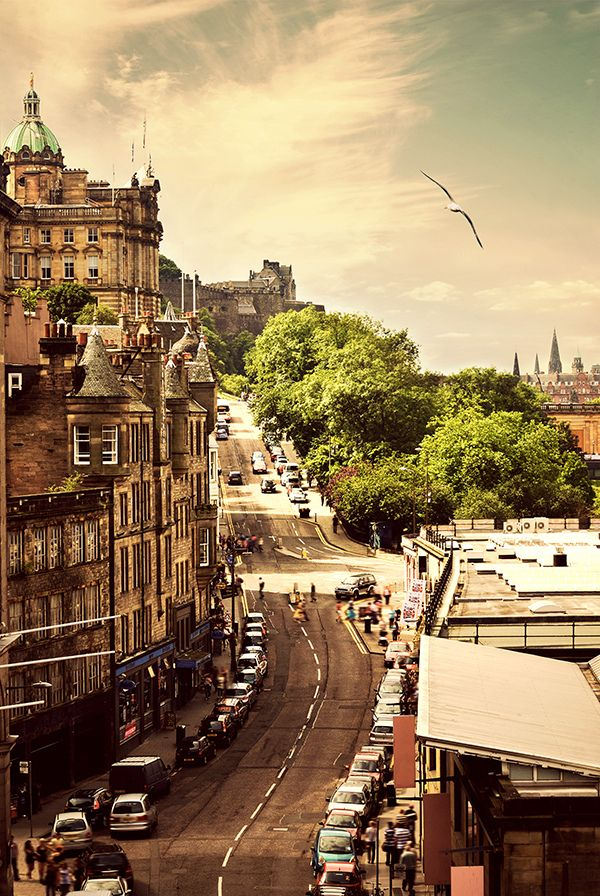 Remember this street well ... we had no idea how beautiful Edinburgh is until we saw it ourselves.