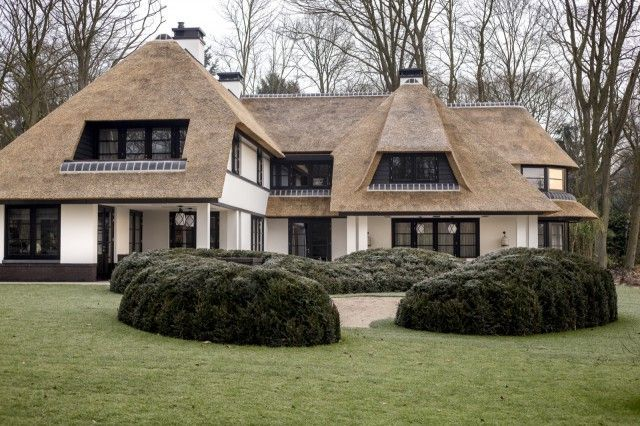 Kabaz Architecturemodernegeometric Architecture House Thatched House Dutch House