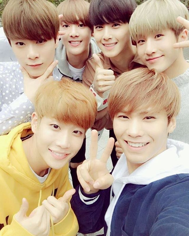 Astro  We have reached Japan safely!!♡♡ To AROHAs... Fighting after eating your lunch #ASTRO #AROHA #MustRememberToEat