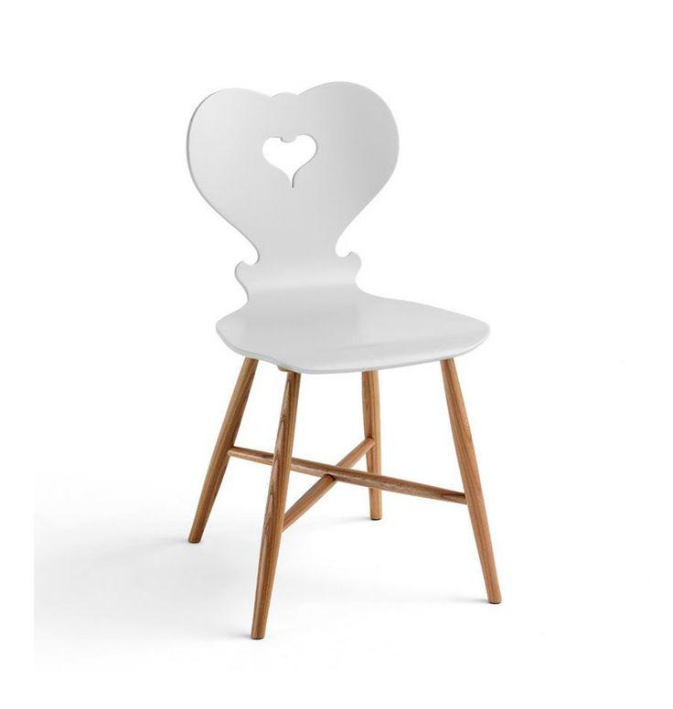 """Holzstuhl """"Alpina"""" lässt unser Design-Herz schneller schlagen. Weil der Holzstuhl ursprünglich an den traditionellen Brettstuhl erinnert und nun in moderner Form wiederauferstanden ist. Ein Herz in der Rückenlehne wird zum Griffloch und..."""