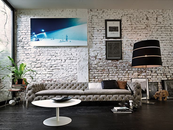 Windsor by Arketipo is a refined and sophisticated sofa. Totally handmade, with capitonne upholstery, the sofa is a unique element of furniture.
