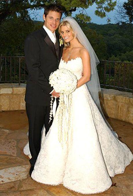 Best 25 jessica simpson wedding dress ideas on pinterest jessica simpson marries nick lachey in vera wang 2002 junglespirit Image collections