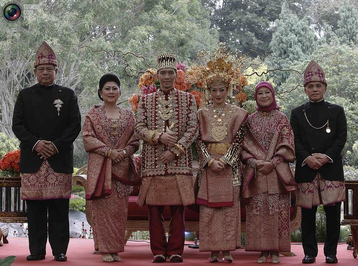 the komering-palembang traditional wedding clothes