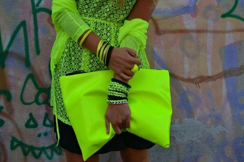 Love this oversized neon clutch! [& the whole neon outfit]