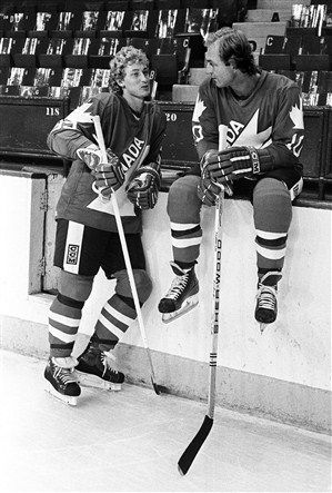 Wayne Gretzky and Guy Lafleur (I remember when this photo was in the newspaper ... one of my alltime favourite hockey photos)