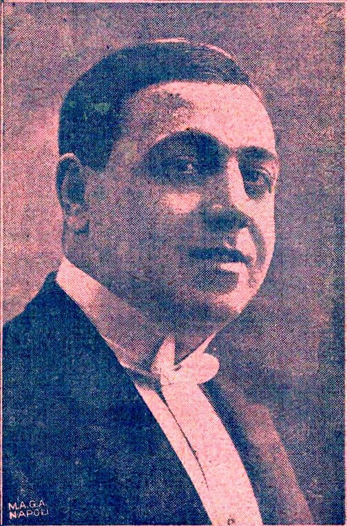 Neapolitan revue star Gabrè (real name: Aurelio Cimato; in a 1915 picture): he had huge success in the 1910s and in the 1920s. In 1920, Cesare Andrea Bixio began to work for him as a composer and became popular in Naples, his hometown.