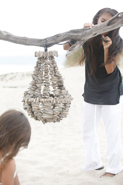 Driftwood Chandelier ~~~a new task for backpack on the coast. Seriously  who was that bored?