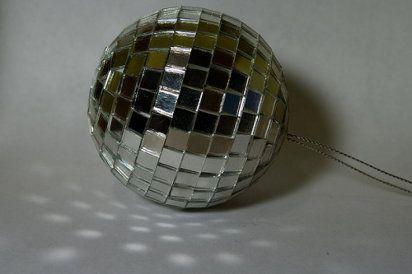 Cómo hacer una bola de discoteca