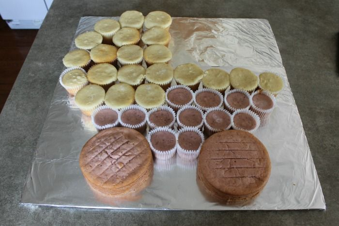 Baby Buggy Cupcake Cake 02