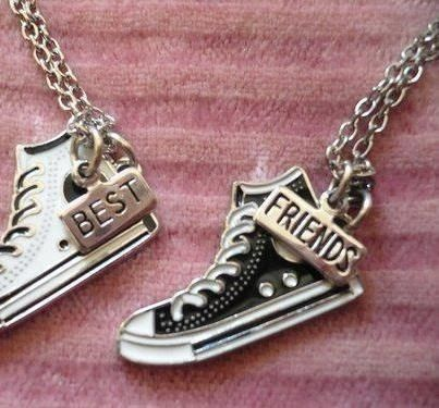 Cute BFF necklace!