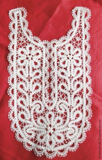 Вставка кружевная с горловиной, вологодское кружево. Вставка для туники, платья или блузы. Может быть вшита, а может использоваться , как накладка-воротник. Под заказ возможно изготовление в другом цвете. Ручное плетение.