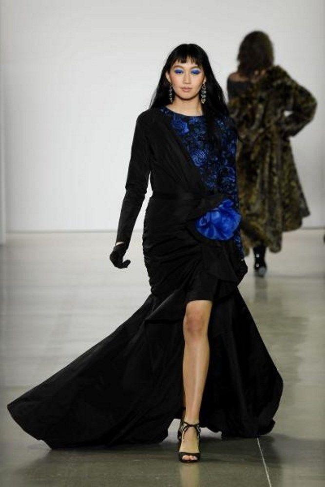 فساتين سهرة للقصيرات موضة خريف 2020 مجلة سيدتي باتت صيحات فساتين السهرة لموسم خريف 2020 واضحة بعد انتهاء أسبوع نيويورك للأزياء Tadashi Shoji Tadashi Fashion