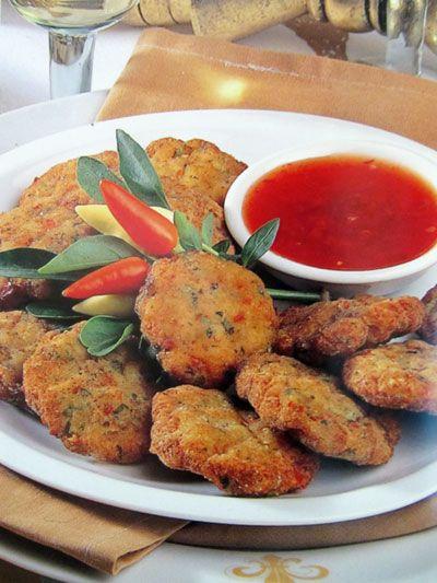 Тайские куриные котлетки со сладким соусом чили