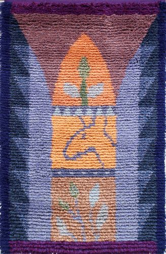 """Rovaniemeläinen tekstiilitaiteilija Annukka Tiittanen suunnitteli tämän ryijymallin vuonna 1998 ollessaan matkalla Bahrainissa, pienessä Arabianlahden saarivaltiossa. Hän kertoo: """" Vaikka ryijyn suippokaaret alun perin saivatkin muotonsa moskeijan minareeteista voi niissä nähdä myös ajatuksen suomalaisesta luonnosta pyhänä paikkana. Ehkä ryijyssä kaarien myötä on ripaus luonnon kunnioittamista. Toisaalta ryijyn solmimista voi pitää meditaationa tai hartautena, pitkänä, hitaana ja hiljaisena…"""