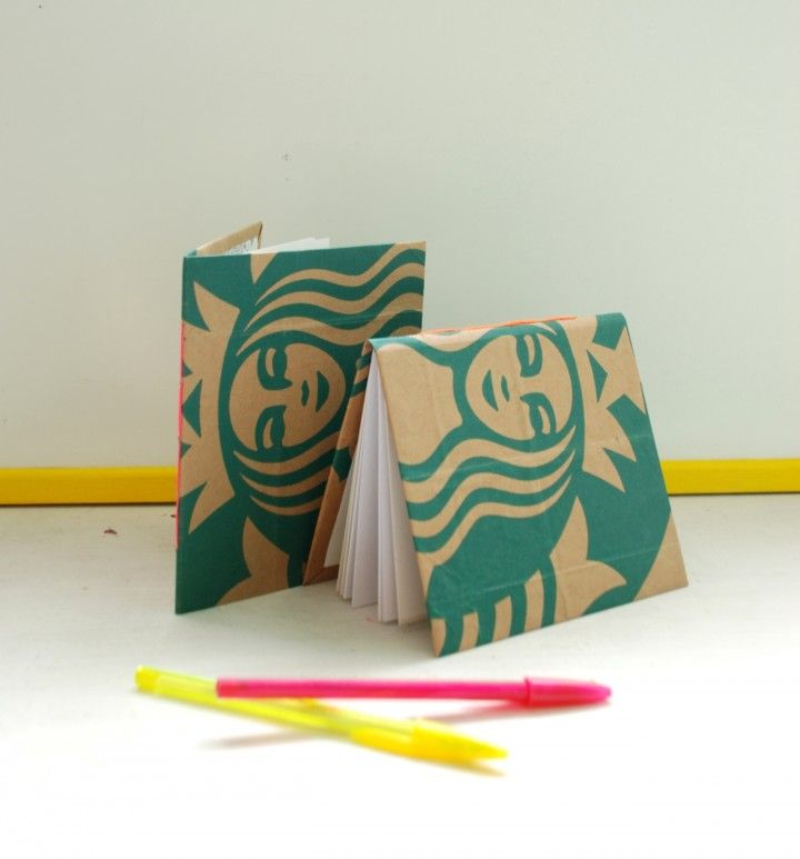 MOVIMIENTO BOLSAS FELICES  ¡Las bolsas estan contentas porque no van a la basura!  Estos cuadernos y libretas estan hechos con bolsas de carton recuperadas, cuidadosamente seleccionadas para vos. Las hojas provienen de bosques certificados.   ¡Los modelos son únicos!  Nombre: Diana 13 x 16 cm Tapa dura 30 hojas  Modelo: ST  EL PRECIO CORRESPONDE A UN PACK DE DOS UNIDADES.  Hacemos envios a cargo del comprador.
