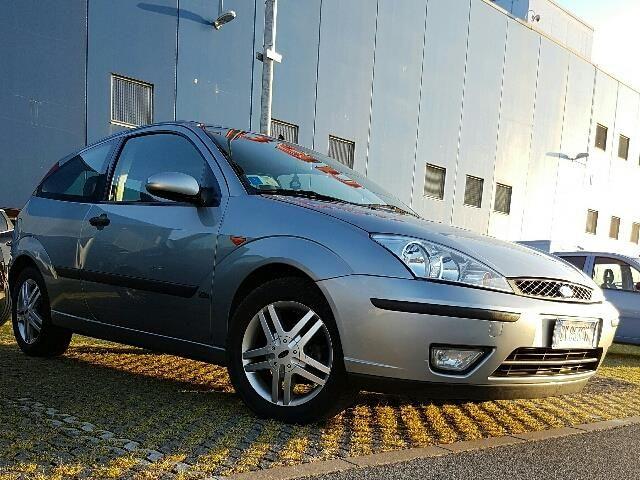 Offerta auto usata: Ford Focus 1.8 TDDi cat 3p. Zetec, € 1.450,-, Diesel, Manuale anno 03/2001 a romano di lombardia, 140.000 km, 85 kW
