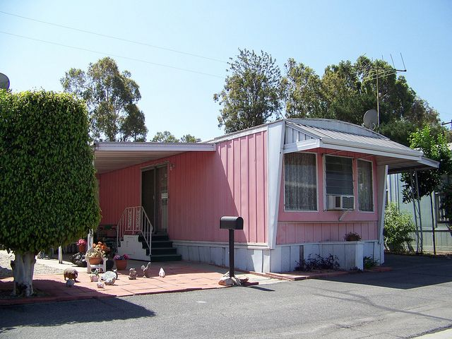17 images about vintage mobile homes on pinterest stove for Big cute houses