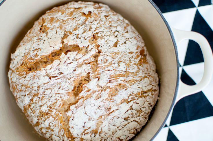 Eltefrie brød er ei genial oppfinning! Det er så mange kveldar vi har vore på veg i seng og så kjem eg på at eg har gløymt å lage brød.... Og medan mannen sløkkjer lysa så rører eg saman deiga på u...