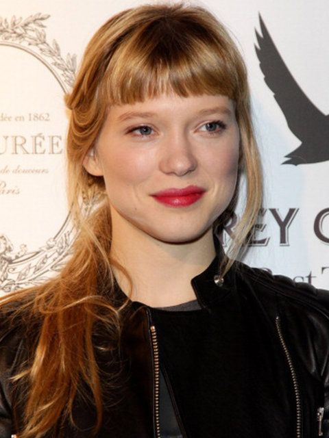 A shorter, blunt fringe adds drame to Seydoux's easy ponytail.