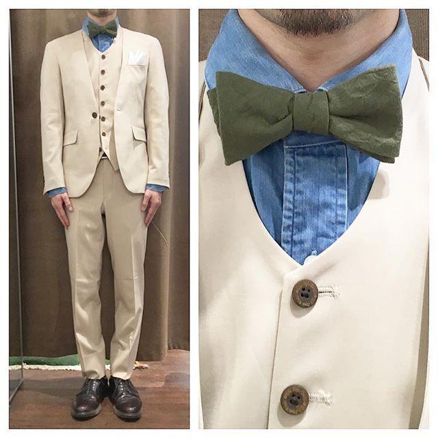 ストレッチ素材でライトベージュのノーカラースリーピース。 ブリーチデニムシャツにオリーブの蝶ネクタイ。 オーダーメイド製品はlifestyleorderへ。 all made in JAPAN 素敵な結婚式の写真を@lso_wdにアップしました。 wedding photo…@lso_wd #ライフスタイルオーダー#オーダースーツ目黒#結婚式#カジュアルウエディング#ナチュラルウエディング#レストランウエディング#結婚準備#新郎衣装#成人式#新郎#プレ花嫁#蝶ネクタイ#メンズファッション#デニム#ノーカラースーツ #lifestyleorder#japan#meguro#photooftheday#instagood#wedding#tailor#snap#mensfashion#menswear#follow#ootd#bowtie#denim