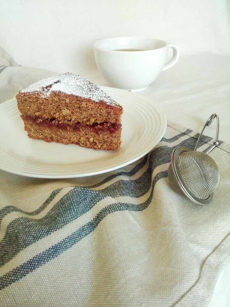Una torta ricca e nutriente come nella ricetta originale trentina, con tutto il gusto inconfondibile del grano saraceno. Ricetta senza uova e burro